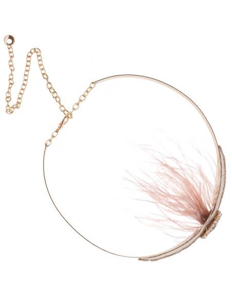 detalle cinturón fiesta oro con pluma rosa